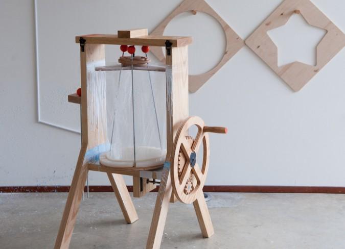 Centrifuge-machine-créer-tabourets-design-bois-brut-3