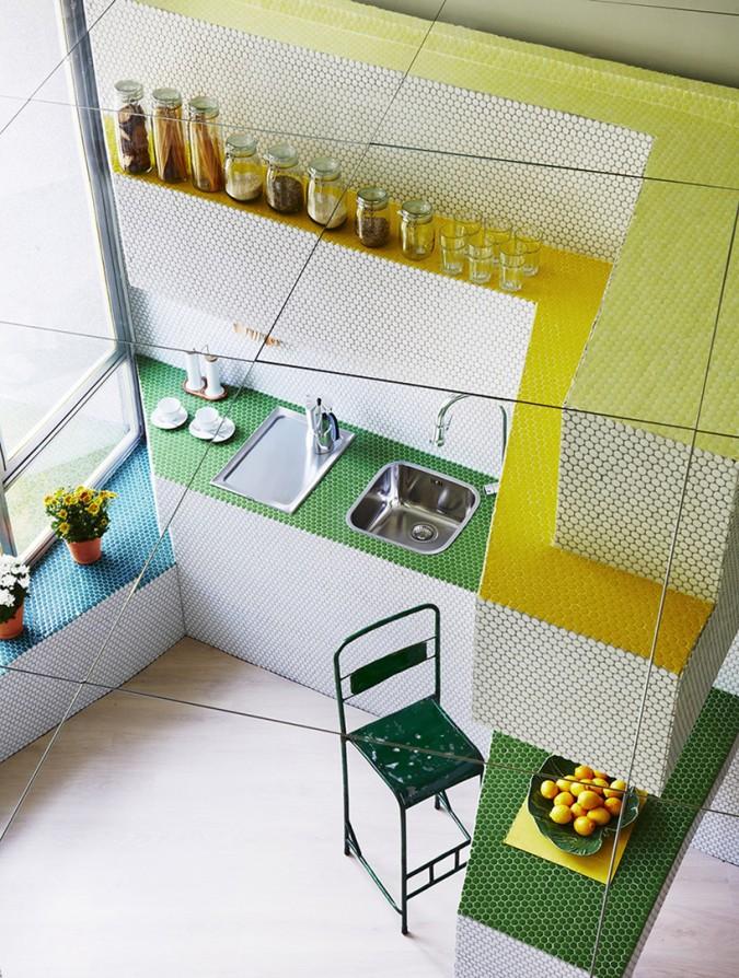 zooco-estudio-transforme-lespace-de-36-metres-carres-dans-une-maison-couverte-de-mosaiques